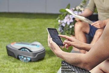 Der Gardena Smart Sileno Mähroboter lässt sich per App steuern